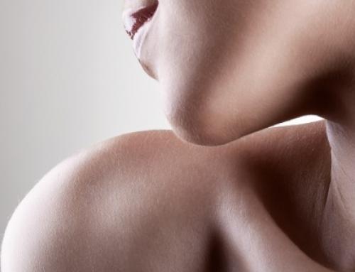 Quelles sont les causes de l'aspect flasque du cou ?