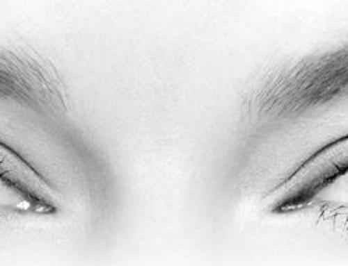 Est-ce que les lentilles de contact impactent l'aspect des paupières ?